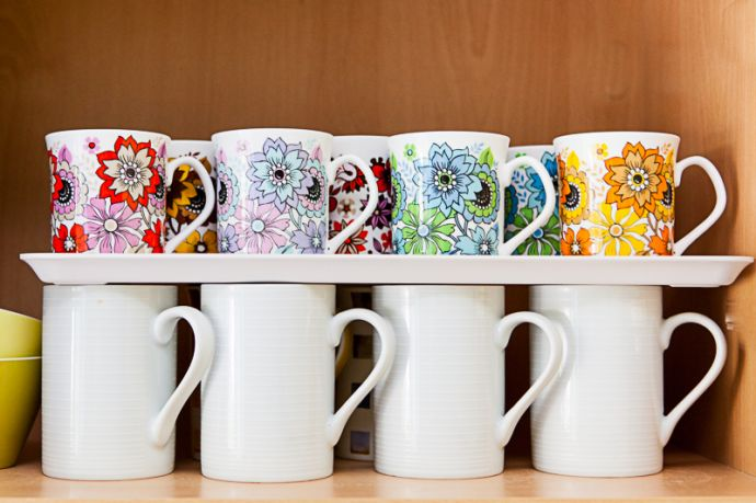 How To Store More Cups Amp Mugs In Your Cupboard Vintage