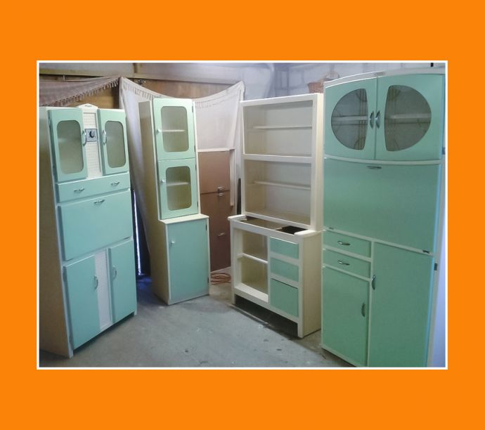 Celebrating 1920 60s vintage kitchen cabinets vintage for Vintage kitchen units uk
