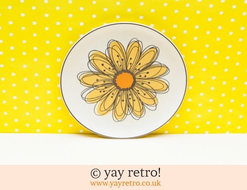 39: Huge Yellow Daisy plate (£8.50)