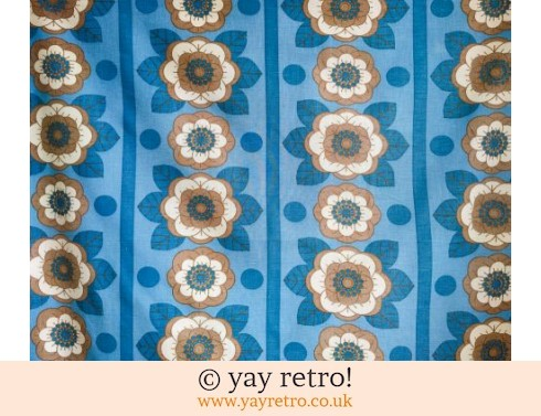 0: Blue Daisy Vintage Tablecloth (£12.00)