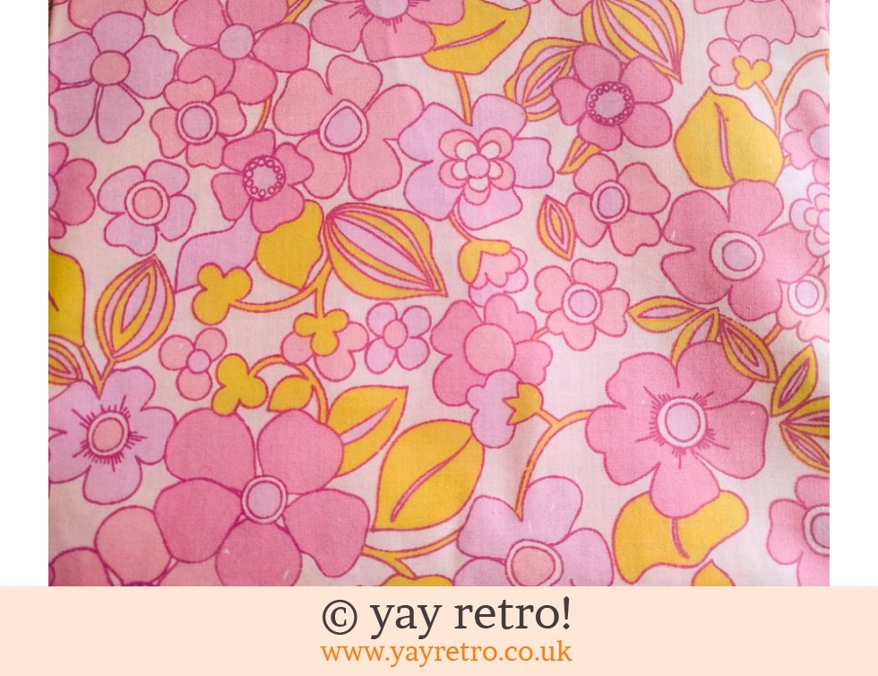 Unused Vintage Flower Power Pillowcases x 2 (£12.50)