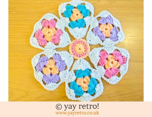 0: Daisy Crocheted Place Mat (£4.00)