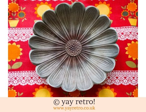 309: Large Flower Shaped Bowl (£8.50)