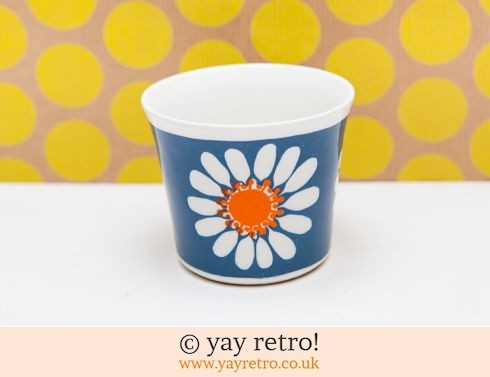 60: Figgjo Flint Daisy Beaker or Plant Pot (£18.00)