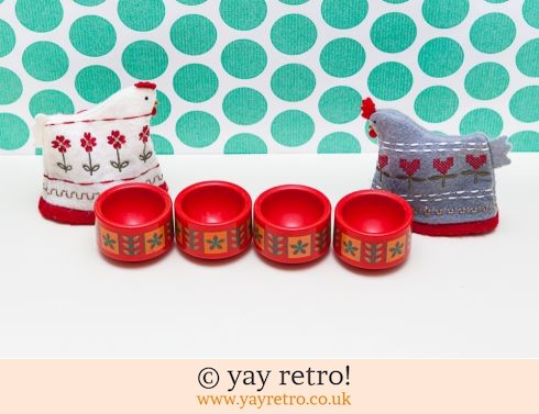 362: Emsa Red Egg Cups x 4 + Free Chicken Cosies (£12.95)