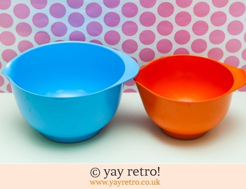 677: Orange & Turquoise Vintage Melamine Mixing Bowl (£12.75)