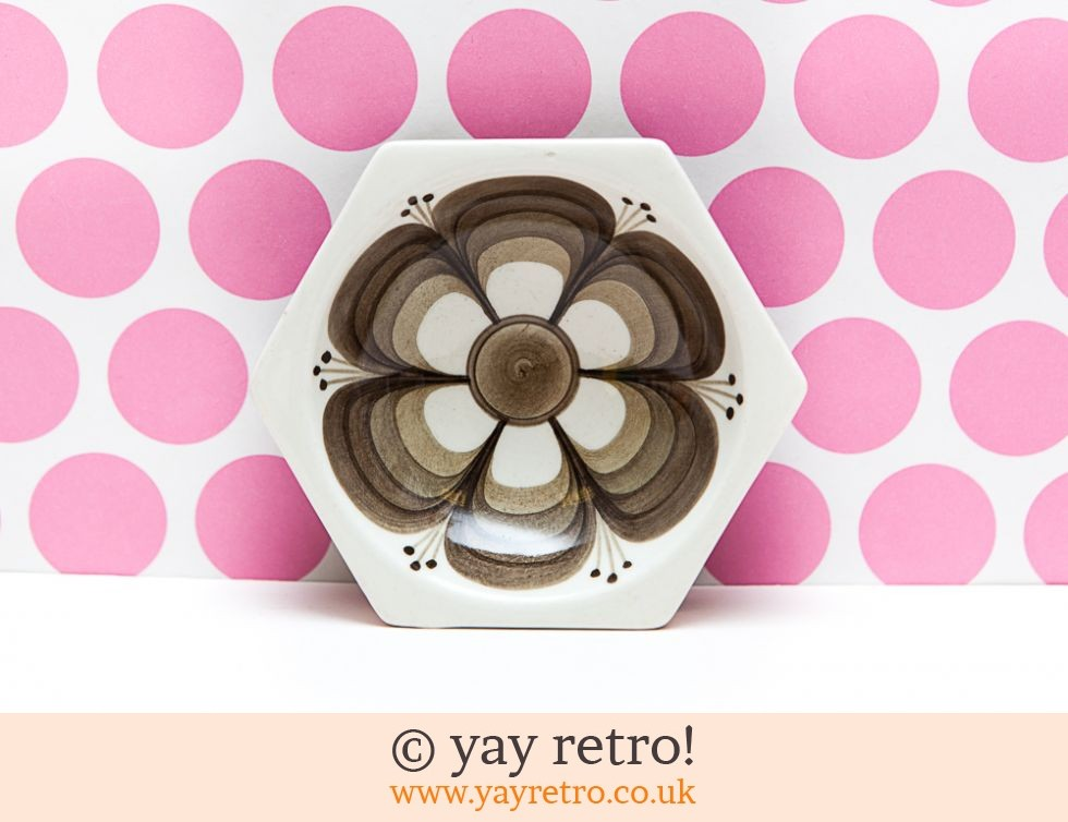 Jersey Pottery Flower Power Dish (£7.00)
