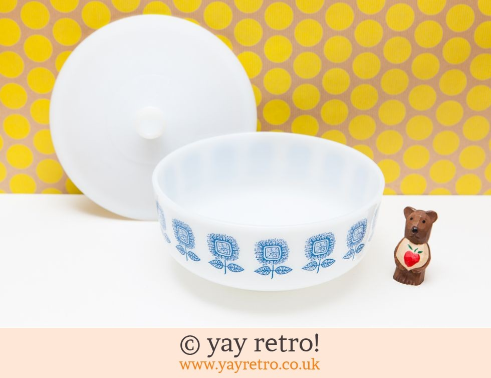 Daisy Huge Lidded 'Pyrex' Mixing Bowl (£10.00)