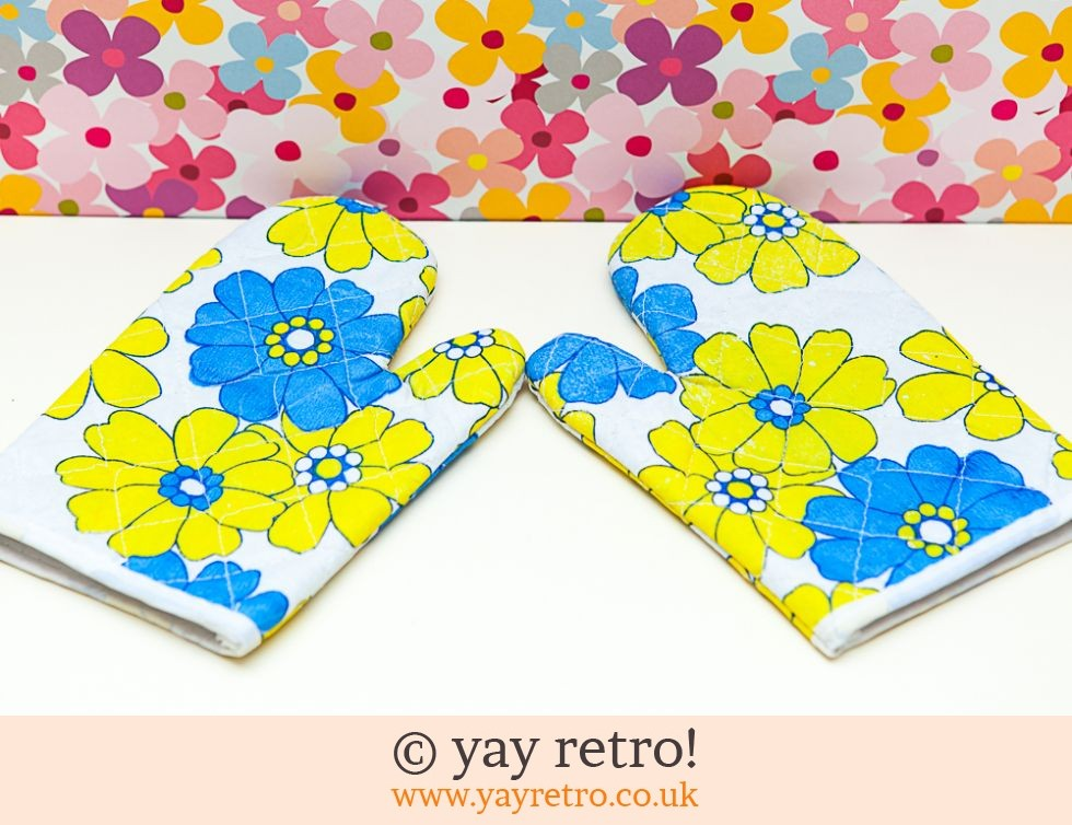 Flowery Oven Gloves Unused (£6.50)