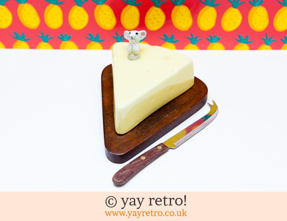 70s Mouse Cheese Board and Knife (£12.00)