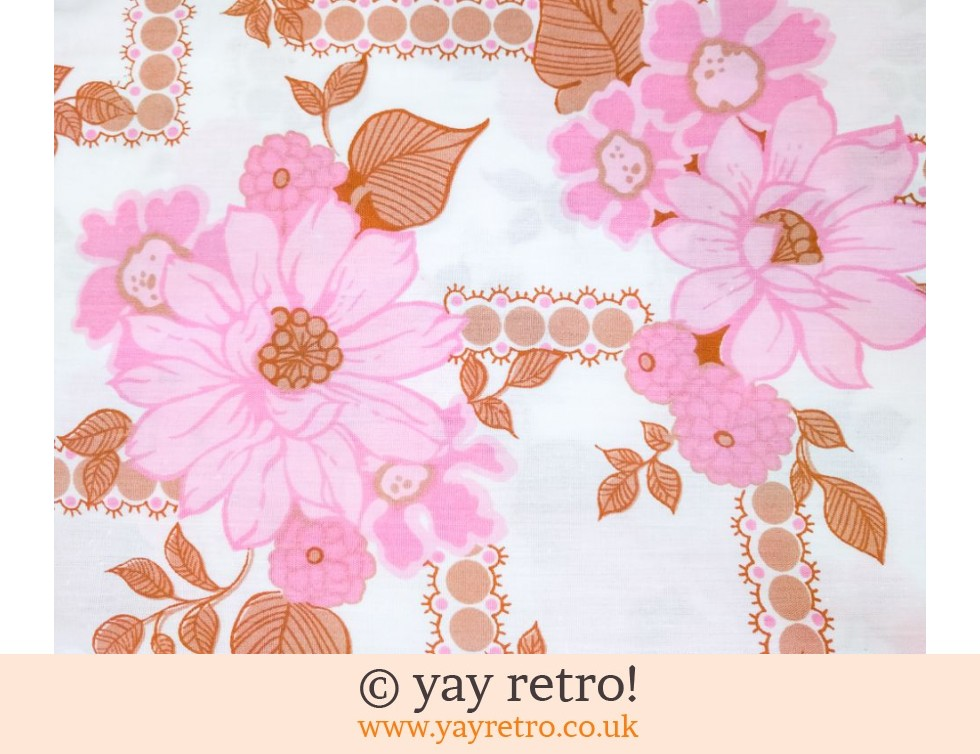 Brentford Nylons: As New Vintage Flowery Double Sheet & Pillowcases (£17.50)