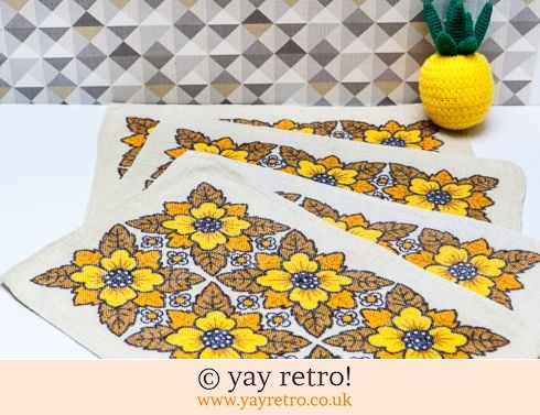 0: 4 Vintage Fabric Flower Power Table Mats (£10.00)
