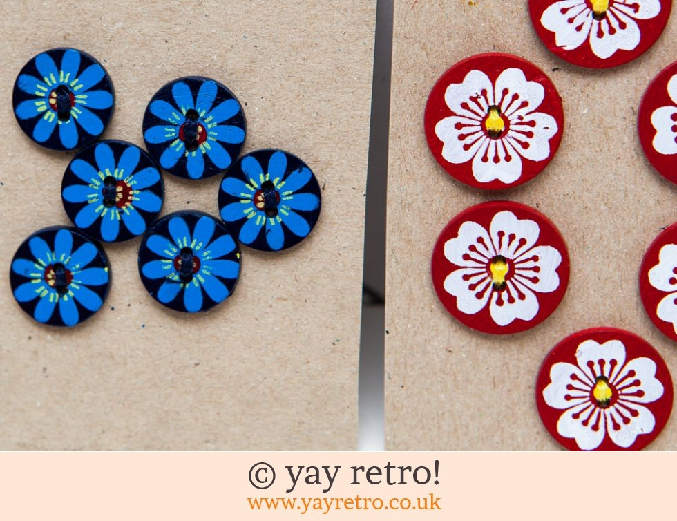 Stunning Hand Painted Buttons x 17 (£6.50)