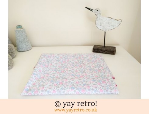 0: Ditsy Tablecloth Oval - Lots of Fabric! (£8.75)