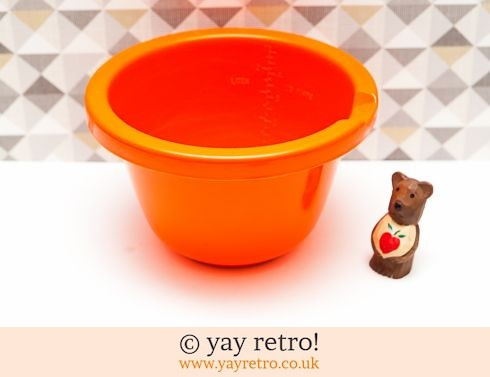 153: Vintage Mixing Bowl with Measuring Scale inside (£7.90)