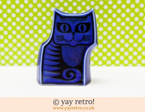 25: Hornsea Cat Pepper Pot Blue (£40.00)