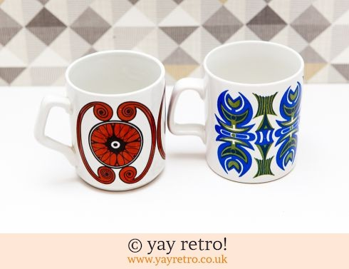 78: Pair of Vintage 60/70s Mugs (£9.00)