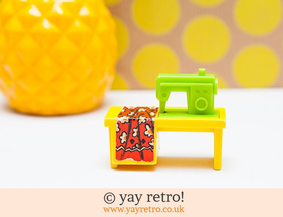 Fisher Price: Vintage Fisher Price Sewing Machine (£16.50)