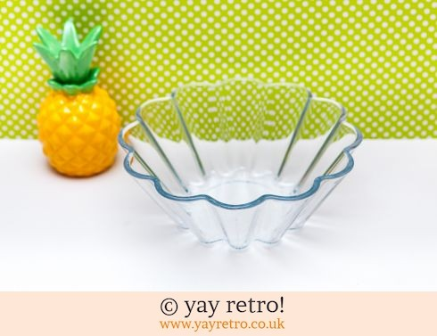 12: Pyrex Fluted Dish (£4.00)
