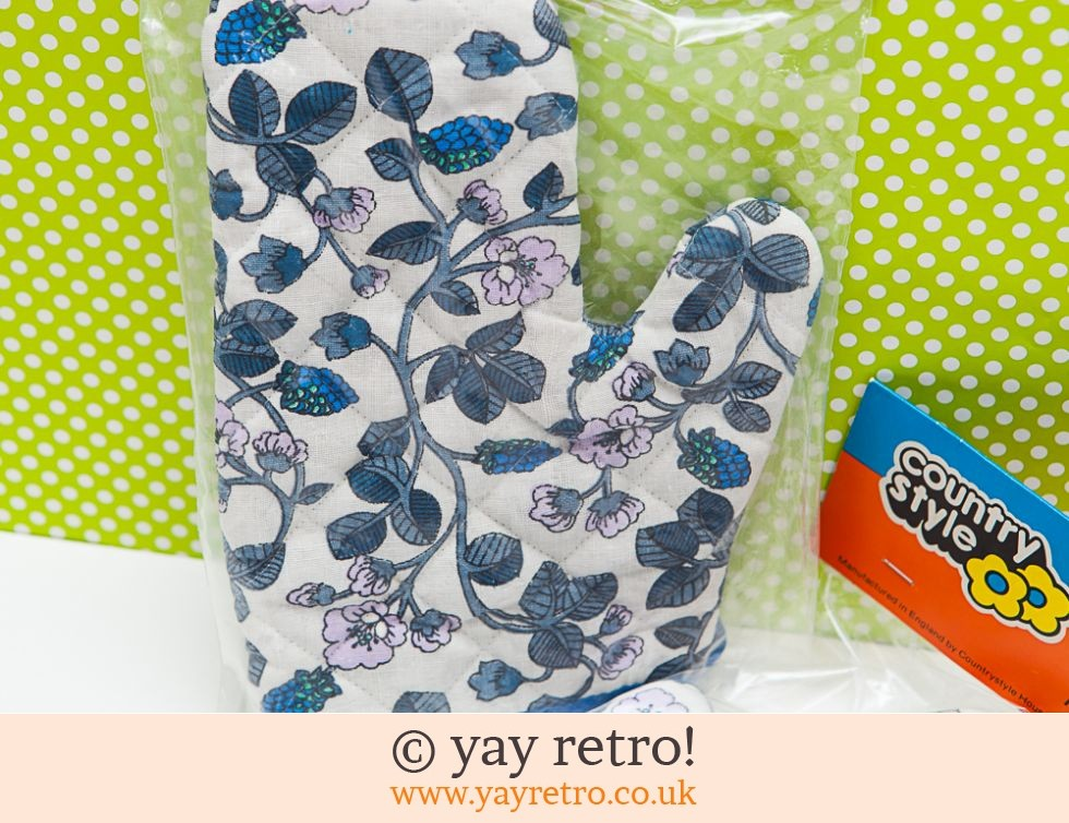 Vintage Oven Gloves in Pack (£7.00)