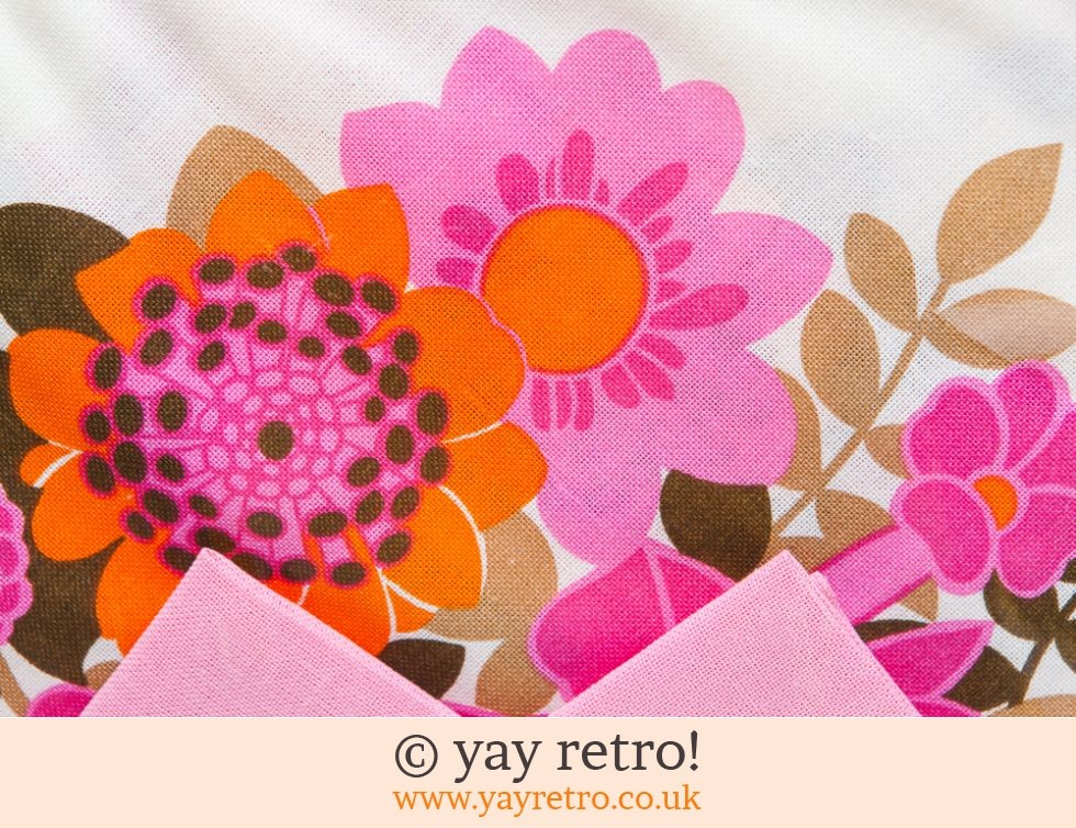Incredible 60s Flower Power Tablecloth & Napkin Set (£40.00)
