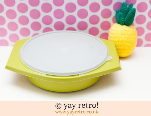 46: Vintage Tupperware Large Lidded Storage Dish (£9.00)