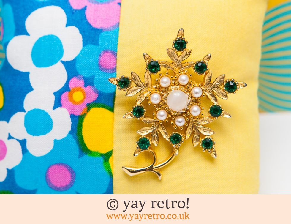Green Sparkling Flower Brooch (£8.75)