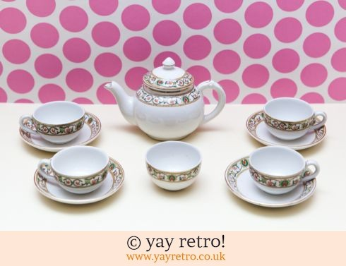 0: Vintage Childrens's China Tea Set (£10.00)