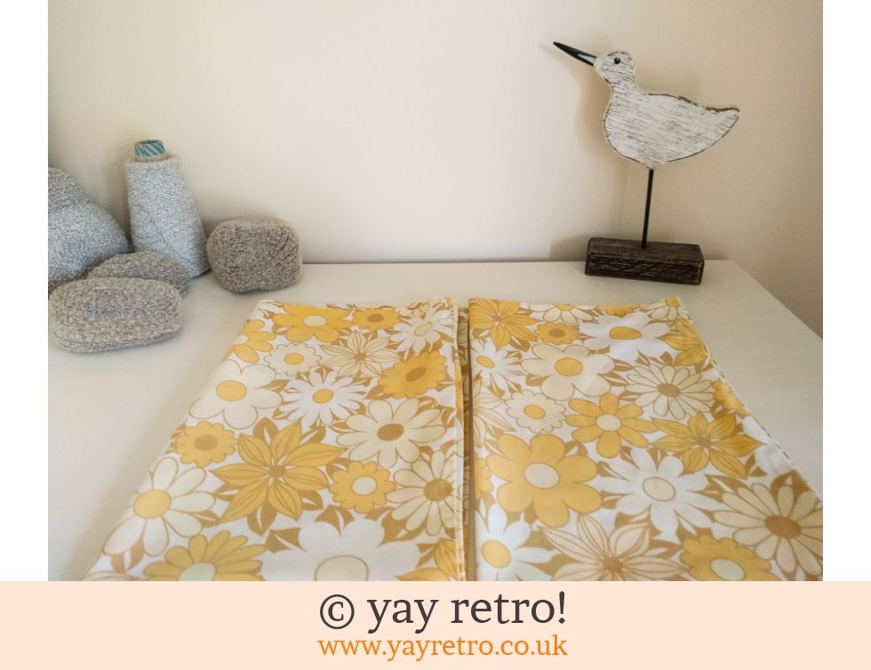 Yellow Vintage Daisy Pillowcases x 2 (£9.00)