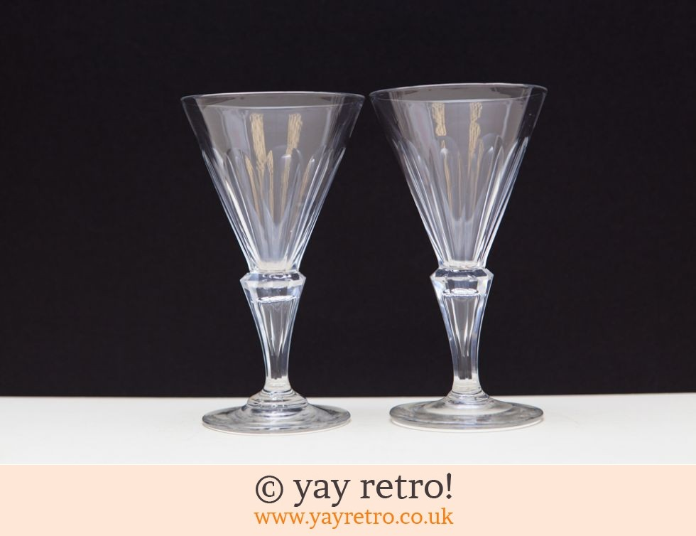 2 Vintage Fine Wine Glasses (£8.00)