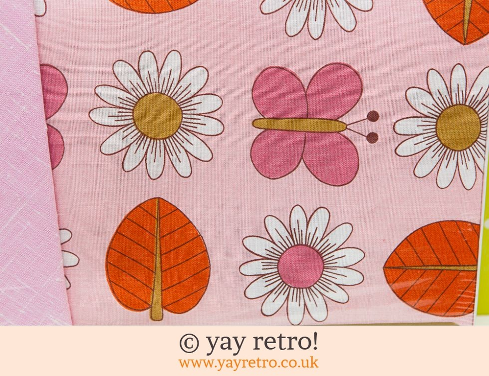 Stunning Pink Daisy Tablecloth  60s/70s (£16.00)