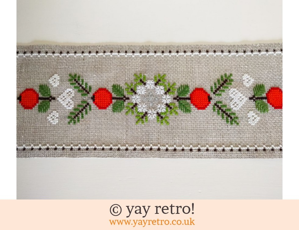 Christmas Table Runner Uk.Swedish Christmas Table Runner Artwork Buy Yay Retro